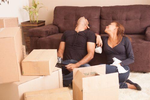 荷解きだけでも大変ななか、「来週必要な仕事着のクリーニングを出す先が見つからない!」と困ることも。
