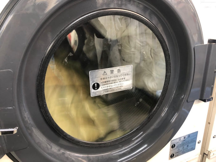 布団の汚れを落とす方法は、水やお湯での丸洗いが最適