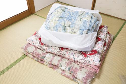 宅配クリーニングでは、布団1枚が最も割高で、3枚が最も割安になっているプランが多い