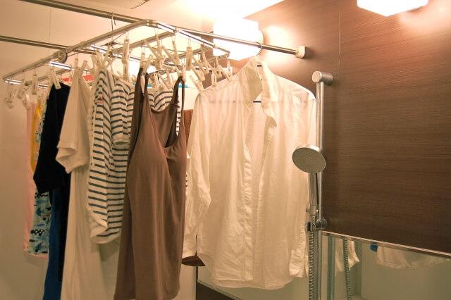 浴室乾燥機があればなるべく使う。空間が狭いのでより素早く乾くので効果的。