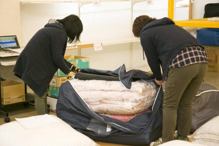 季節外れの布団を洗浄後に専用の倉庫で預かってくれるサービスがある。