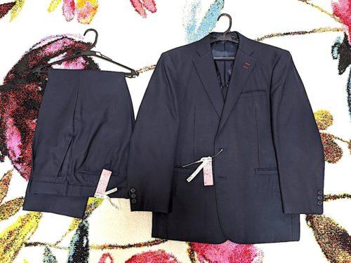 スーツの上下は、蘇る!って表現がぴったりの、プレスがきちんと効いた状態で戻ってきた。シワは一切ない。