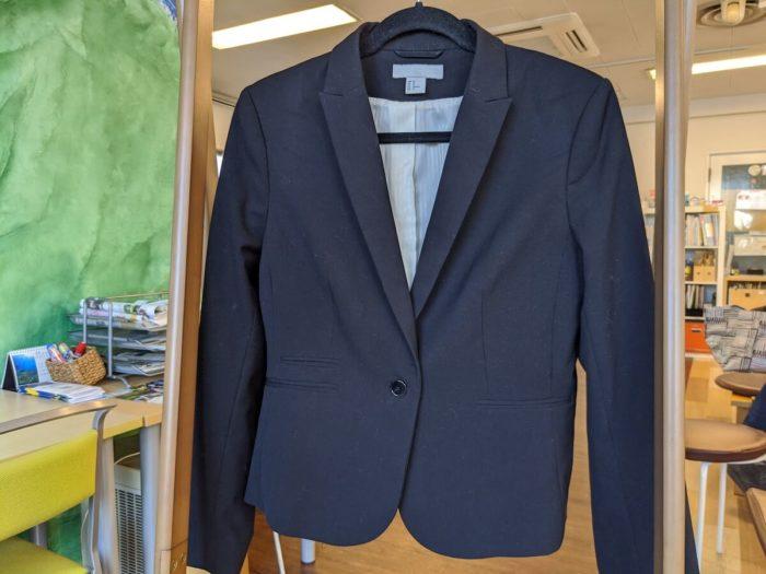 ドライクリーニングのみOKのジャケット。目立つ汚れは無い。長い間洗っていなかった
