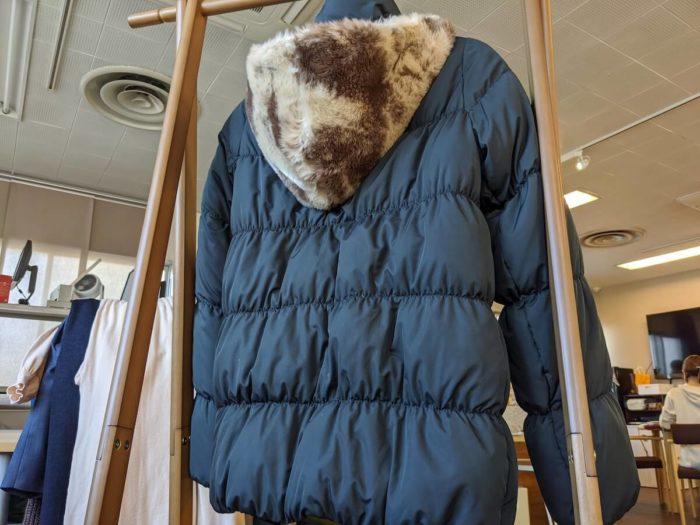 フェイクファーの付いたロキシーのダウンコート。このコートが1着500円代で洗えてしまう!凄く安い!!!