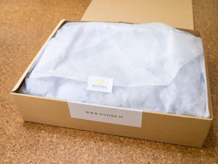 白い薄紙にダウンコートが包まれている。まるで新品のダウンコートがプレゼントとして届いたよう!嬉しい
