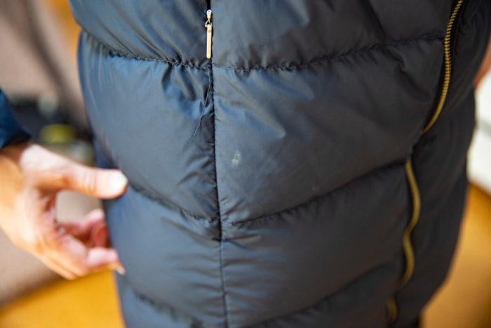 【ビフォー】ポケット周りに白っぽい汚れが付着している