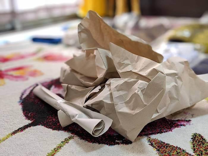 緩衝材は紙をくしゃくしゃとしたものが入っていた