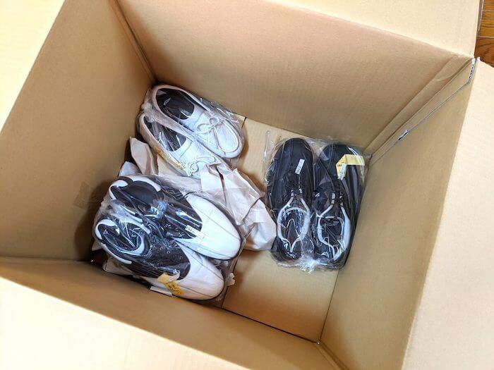 重たい靴は箱の底に入っていた