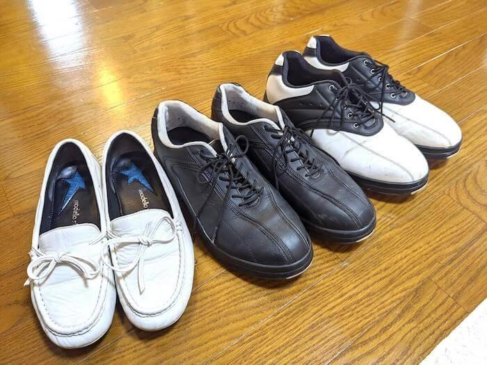 依頼したのは3点の靴。芝にまみれたゴルフスパイク・羊皮のローファー・黒い合皮のスニーカー