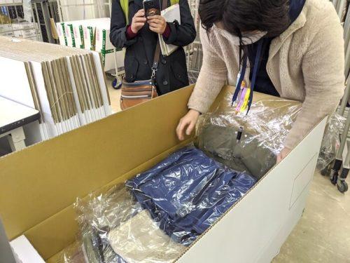 シワになりにくい折らずに服を収納できる箱。