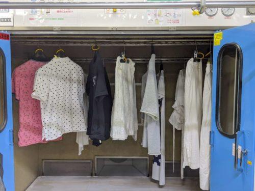 乾燥は新品の60着入る吊り干し乾燥機で十分な時間乾かす。他の衣類と擦れ合わないので衣類が傷みにくい