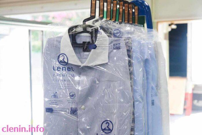 リネット保管では衣類を洗う順番が来るまで、倉庫に吊っておいてくれる